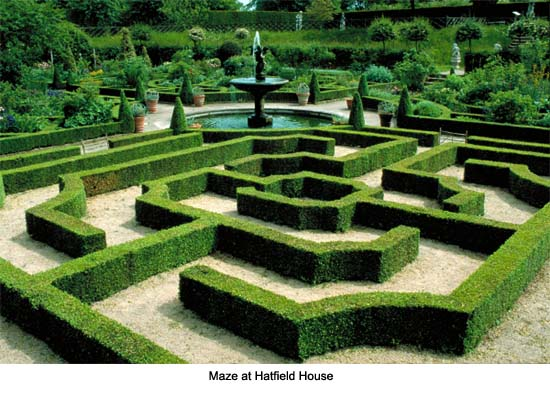Hampton court maze for Garden maze designs