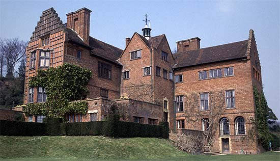 first saw Chartwell in 1922, it was a modified Elizabethan Manor House,